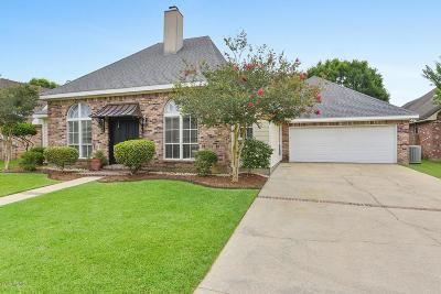 Lafayette  Single Family Home For Sale: 107 Woodlake Lane