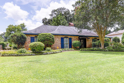Single Family Home For Sale: 204 Woodbluff Drive