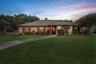 Single Family Home For Sale: 303 Lakeside Drive