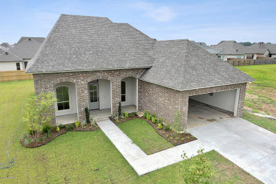Broussard Single Family Home Active/Contingent: 608 Easy Rock Landing Drive