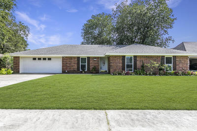 Lafayette Single Family Home For Sale: 104 Cane Drive