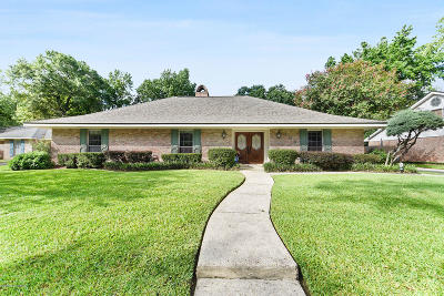 Lafayette Single Family Home For Sale: 106 Mosswood Circle