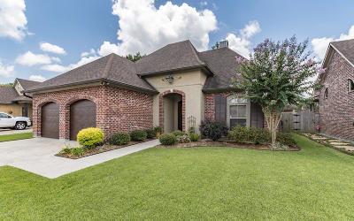 Lafayette  Single Family Home For Sale: 303 Bluebonnet Drive
