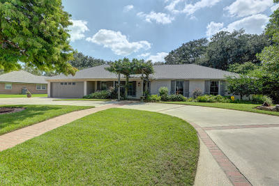 Lafayette  Single Family Home For Sale: 804 Colonial Drive