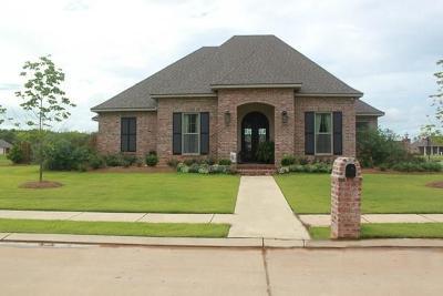 Alexandria Single Family Home For Sale: 138 Woods Edge Drive