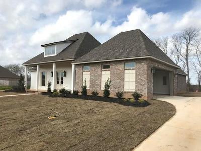 Alexandria Single Family Home For Sale: 102 Pecan Bayou Drive