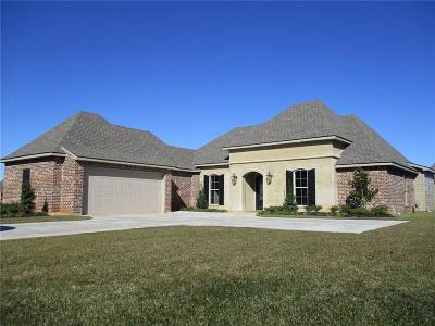 Alexandria Single Family Home For Sale: 5904 Martha's Drive