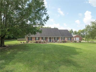 Alexandria Single Family Home For Sale: 256 Fox Fire Lane