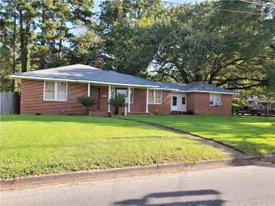 Alexandria Single Family Home For Sale: 2304 E Texas Avenue