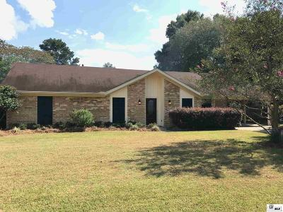 Single Family Home For Sale: 104 Belle Meade Drive