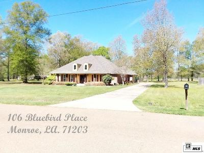 Single Family Home For Sale: 106 Blue Bird Place
