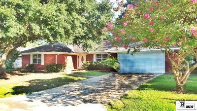 Monroe Single Family Home For Sale: 22 Magnolia Drive