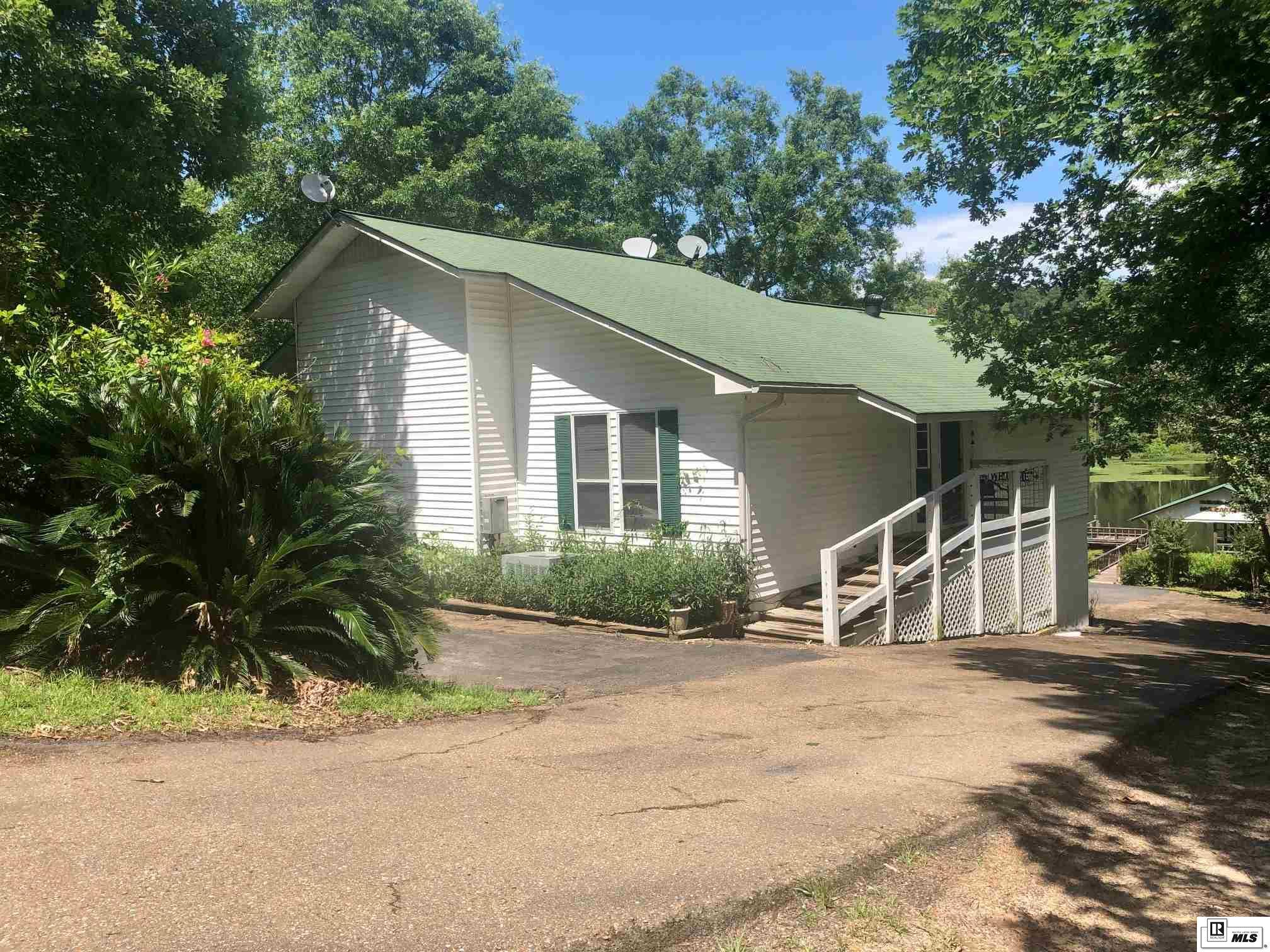402 PEBBLE DRIVE, 401 Caney Lake Area