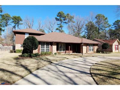 Haughton Single Family Home Contingent: 104 Pine Creek Lane