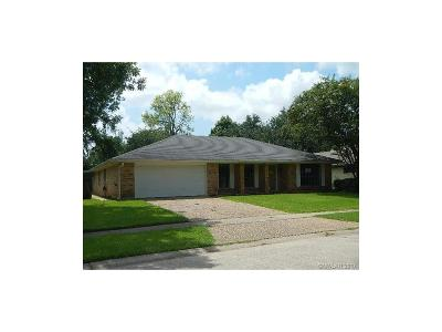 Single Family Home Sale Pending: 443 Town South Drive