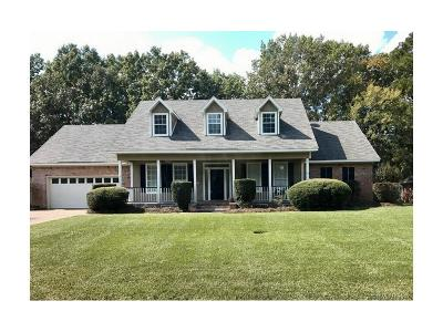 Benton Single Family Home For Sale: 208 Country Club Drive