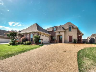 Bossier City Single Family Home For Sale: 755 Hackberry Drive