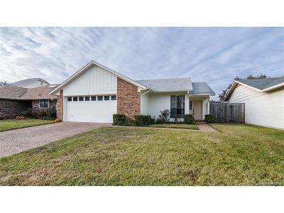 Town South Estates Single Family Home For Sale: 414 Stratmore Drive