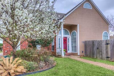 Town South Estates Single Family Home For Sale: 318 Colony