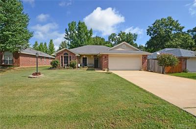 Haughton Single Family Home For Sale: 418 Red Oak Lane
