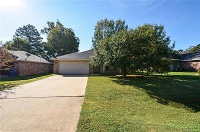 Haughton Single Family Home For Sale: 419 Red Oak Lane