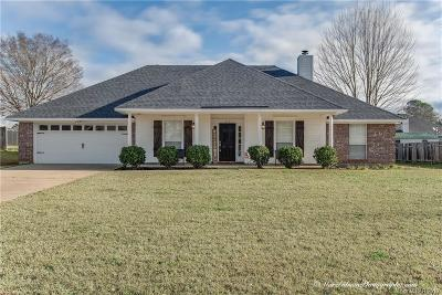 Benton Single Family Home For Sale: 215 Country Club Drive