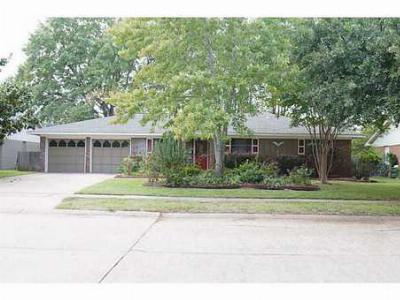 Single Family Home Sold: 9718 Village Green
