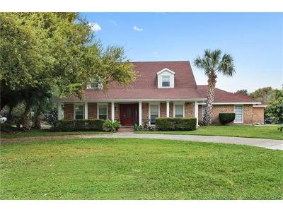 Kenner Single Family Home Pending Continue to Show: 48 Chateau Magdelaine Drive