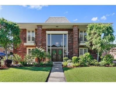 Kenner Single Family Home Pending Continue to Show: 7 Chateau Trianon Drive