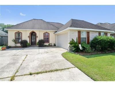Destrehan Single Family Home Pending Continue to Show: 521 Arlington Drive