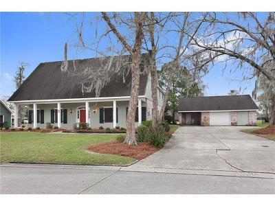 Destrehan Single Family Home For Sale: 64 Belle Grove Drive
