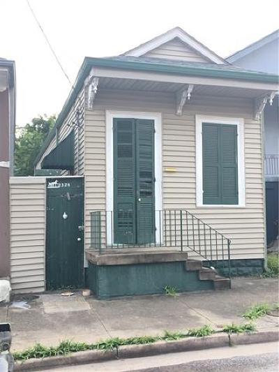 Single Family Home Pending Continue to Show: 2326 St Philip Street