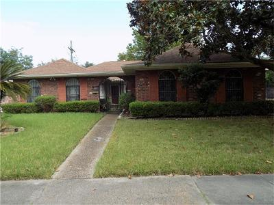 New Orleans Single Family Home For Sale: 2614 Holiday Drive