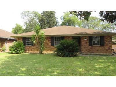 Destrehan Single Family Home For Sale: 122 Ormond Village Drive
