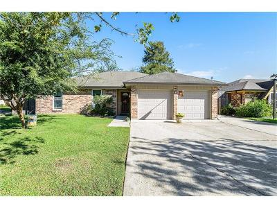 Kenner Single Family Home Pending Continue to Show: 300 Pellerin Drive