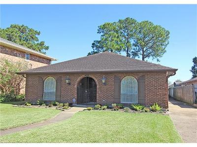 Single Family Home For Sale: 3813 Clearview Parkway