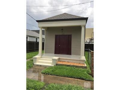Jefferson Single Family Home For Sale: 235 Brooklyn Avenue