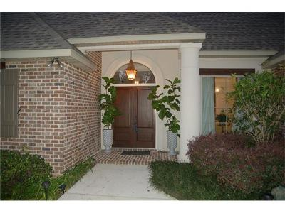 Single Family Home For Sale: 1715 Old Mandeville Lane