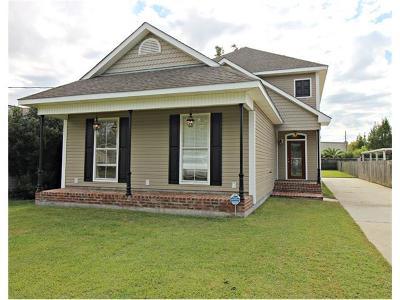 Marrero Single Family Home Pending Continue to Show: 5047 Oak Drive