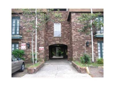 Metairie Condo For Sale: 6220 Riverside Drive #587