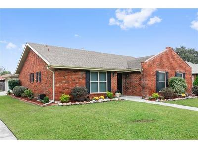 Kenner Single Family Home Pending Continue to Show: 700 Vintage Drive