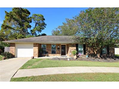 Gretna Single Family Home For Sale: 221 Briarwood Drive