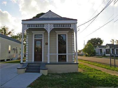 Gretna Single Family Home For Sale: 801 Monroe Street