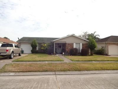 Gretna Single Family Home For Sale: 207 Vermillion Drive