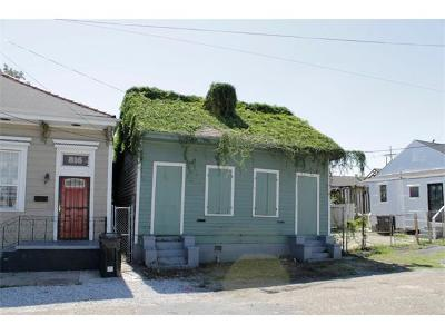 Single Family Home Pending Continue to Show: 812 N Rocheblave Street