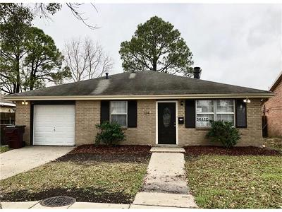 Kenner Single Family Home Pending Continue to Show: 224 Holy Cross Place