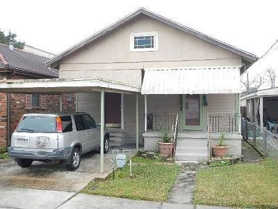 Single Family Home For Sale: 562 Avenue B Avenue
