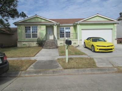 Single Family Home Pending Continue to Show: 3804 Clover Lane