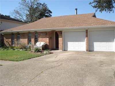 Gretna Single Family Home For Sale: 804 Huckleberry Lane