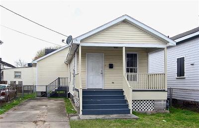 Single Family Home For Sale: 1834 Mandeville Street